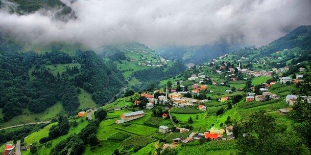 5. İpek Yolu üzerinde, Zigana'nın eteklerinde, dağların arasında bir vadiye kurulan alabildiğine yeşil bir köy: Hamsiköy