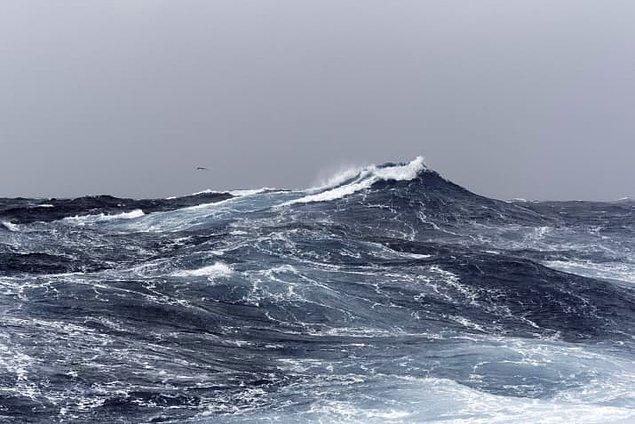 3. Okyanusun ortalama derinliği yaklaşık 3.70 km.
