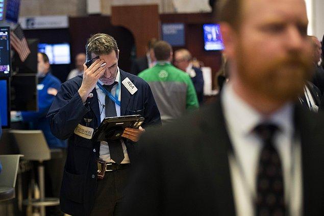 Son iki işlem gününde Dow Jones Sanayi Endeksinin kaybı yüzde 7'yi bulurken, Standard & Poor's 500 Endeksi yüzde 6,1 ve Nasdaq Teknoloji Endeksi de yüzde 5,7 değer kaybetti.