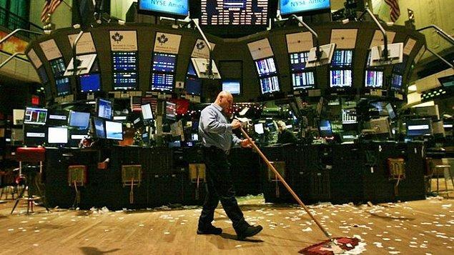 Endekslerde düşüş cuma günü ABD'de açıklanan makro ekonomik verilerin faiz artırımı olasılığını yükseltmesiyle başlamıştı.