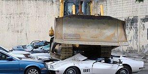 Kaçak Yollarla Ülkeye Sokulan Lüks Araçları Dozerle Ezdiren Filipinler Devlet Başkanı