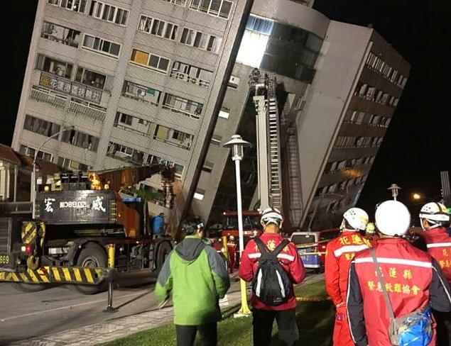 1. Deprem gece yarısından hemen önce, Tayvan'ın doğu kıyısındaki 100 bin nüfuslu, turistik Hualien kenti yakınında meydana geldi.