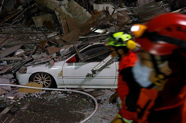 5. Bina enkazlarında arama ve kurtarma çalışmaları sürüyor.