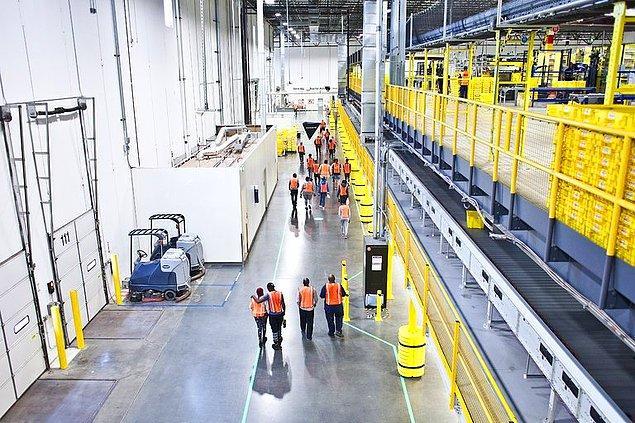 Siparişi gören çalışanın en hızlı şekilde ürünün nerede olduğunu bulması ve paketleyerek gönderiye hazır hale getirmesi gerekiyor.