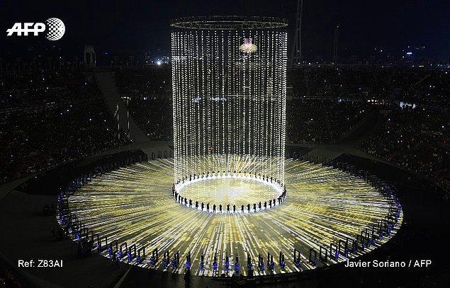Güney Kore ve Kuzey Kore'nin ortak noktada buluşmasını sağlayan ve 25 Şubat Pazar gününe dek sürecek oyunların 'barış' temalı açılış törenine, 35000 kapasiteli PyeongChang Olimpiyat Stadı ev sahipliği yaptı.