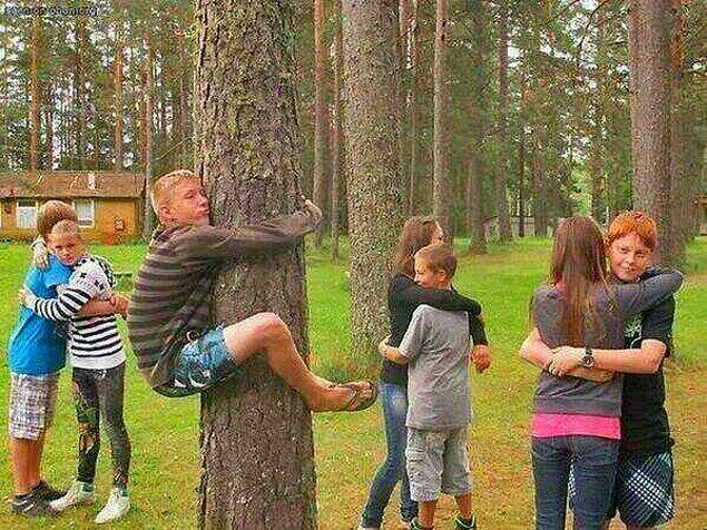 13. Ağaca sarılan = biz.