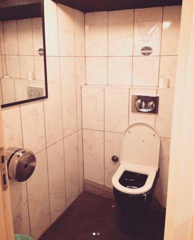 Hesap dünyada da yaygınlaşan cinsiyetsiz tuvalet furyasından eksik kalmamış. İşte Beşiktaş'taki bir yeni nesil kahveciye verilen not: