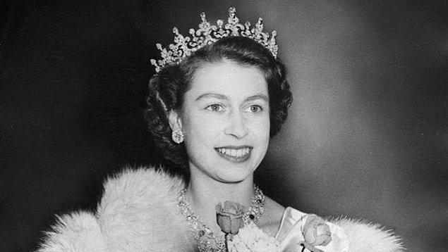 İngiltere Kraliçesi II. Elizabeth!