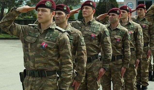 Oyuncular, Özel Kuvvetler'den emekli personel tarafından iki hafta süreyle askeri disipline tabi tutuldular ve gerçek bir asker gibi eğitim gördüler.