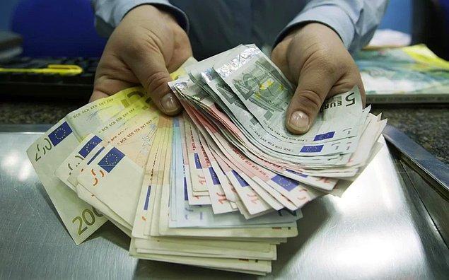 Yanlışlıkla 2 trilyon 35 euro yatırıldı