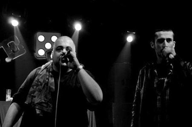 2008 senesinde Gardiyan ve Sivo ile kaydettikleri ''Tehlikeli'' isimli parça Fuat Ergin'in ilgisini çekince şarkıyı tekrardan düzenliyor ve 2009'da kendi çıkardığı ''Kalbum'' albümünde bu şarkıya yer veriyor. Bu olay Gazapizm'in ilk bandrollü albümde yer alışı olarak kayıtlara geçiyor.