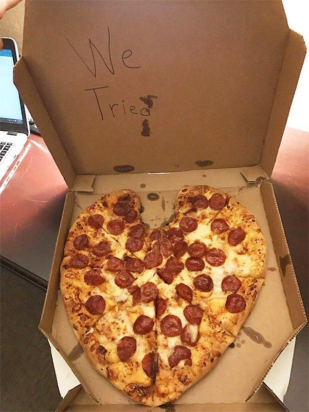 """3. """"Kız arkadaşım ben iş gezisindeyken sürpriz bir kalp şeklinde pizza siparişi vermiş."""""""