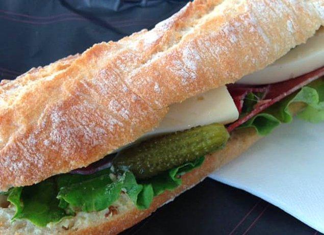 6. Dışarıdan aldığın sandviçin içinde ne olduğuna bakmak için açıp bakar mısın?