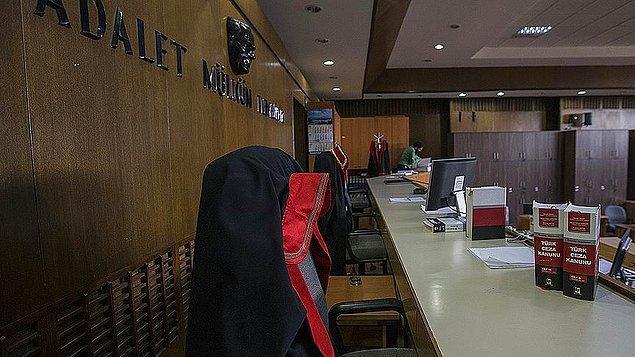 Mahkeme, sanıklar Ahmet Günsel, Çağrı Can Çay ve Ahmet Bedir'i 1 yıl 10 ay hapis cezasına çarptırdı. Hükmün açıklanmasını geri bırakan mahkeme, sanıkların tahliyesine, tutuksuz sanık İsmail Kaçmaz'ın ise beraatine karar verdi.