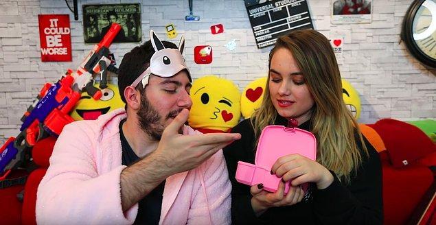 Başak Karahan, sevgilisi Enes Batur ile birbirlerine aldıkları romantik hediyeleri paylaşıyor!