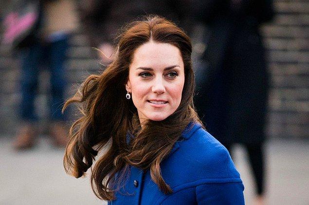 Makyaj temizliğinin cilt için önemi malum. Kate Middleton da cildinin sağlığı için elbette bunun önemini biliyor, makyaj temizliğinde yumuşak pamuklu havlu kullanıyor.