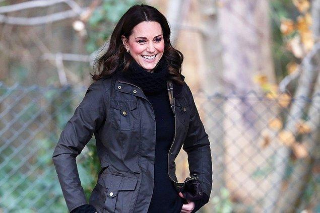 Makyaj ve bakımdan öte bir yüze ifadesini veren en önemli şey kaşlardır. Kate Middleton da kaşlarını yüz biçimine en uygun biçimde yine doğallığını bozmadan şekillendiriyor.