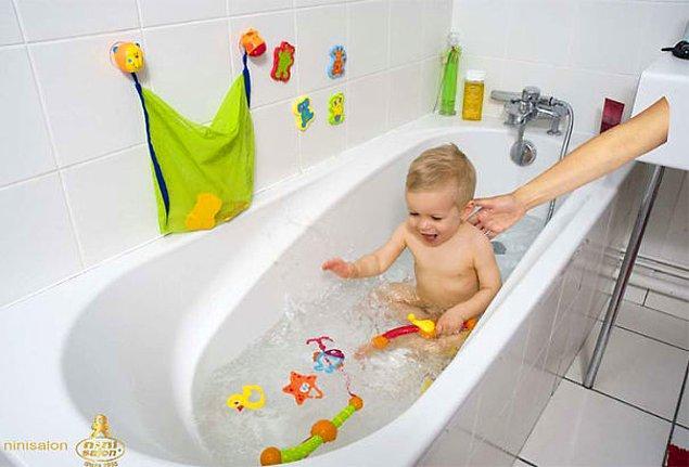 5. Bebeği banyoda asla yalnız bırakmayan ebeveynler her yerde!