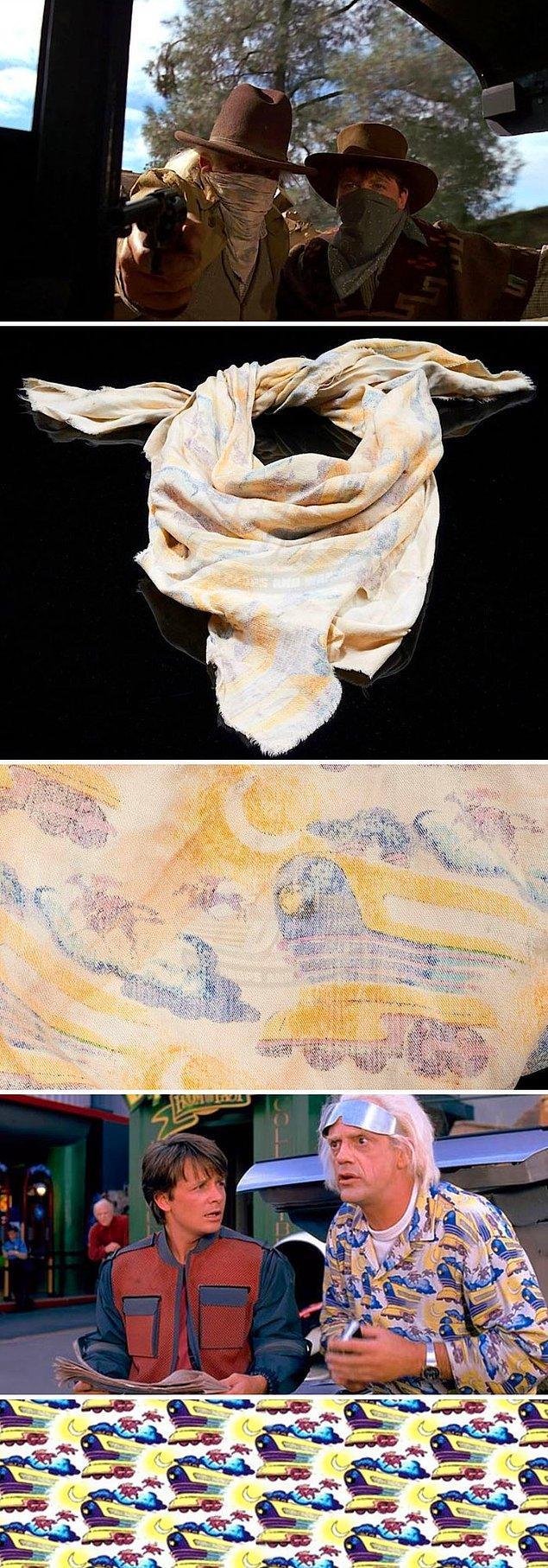 23. Geleceğe Dönüş 3'te doktorun boynuna bağladığı fular, 2. filmdeki gömleğinden yapılmıştır.