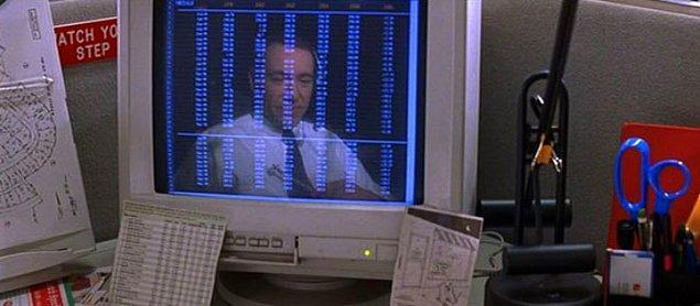 30. Amerikan Güzeli'ndeki bu sahne Lester karakterinin işinde hissettiği hapis duygusunu simgeliyor.