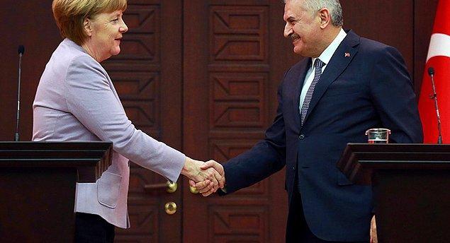 Tahliye kararı haberi, Yıldırım ile Merkel'le görüşmesinden bir gün sonra geldi. Almanya Başbakanı Merkel, Deniz Yücel'in serbest kalmasının kendisini çok mutlu ettiğini söyledi.