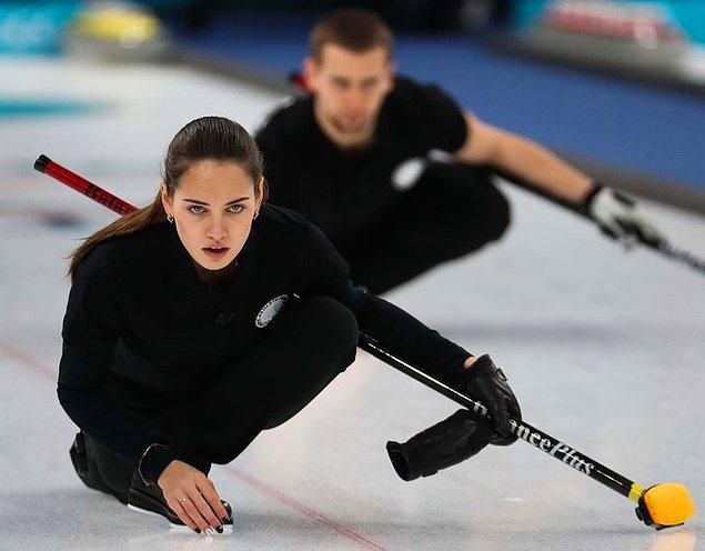 Curling sporcusu olan Anastasia Bryzgalova,