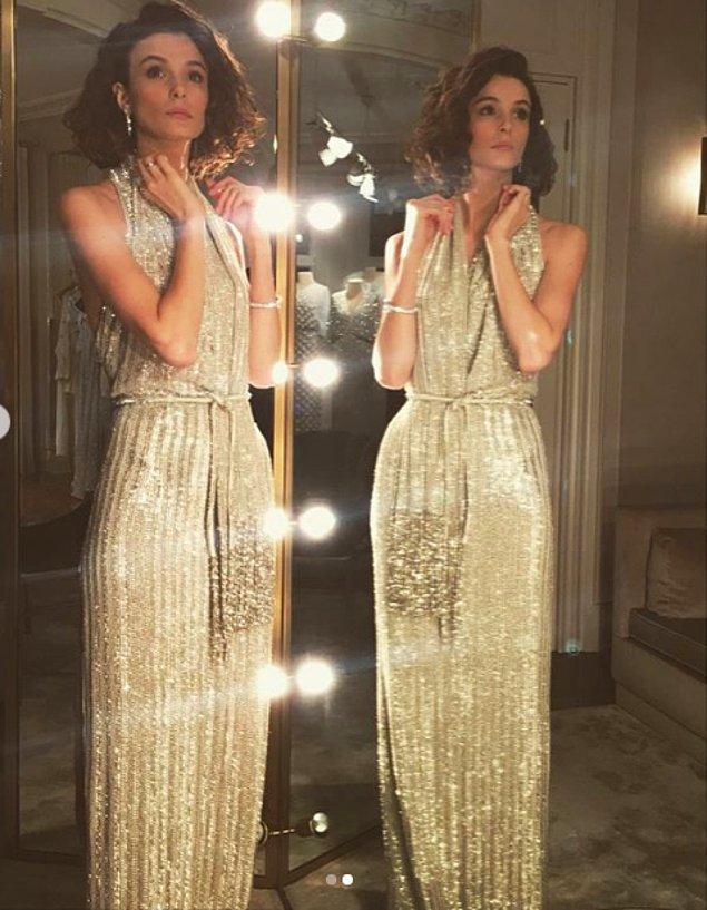 5. Büşra Develi'nin ışıl ışıl parlayan sırt dekolteli elbisesine bayıldık! Kendisine de çok yakışmış..
