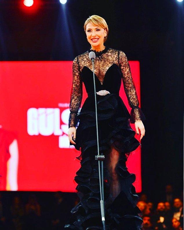 19. Yılın Kadını ödülünü alan Gülse Birsel, bunun hakkını kıyafeti ile gösteriyor açıkcası. Dantel ve fırfır detayları ile göz kamaştıran elbisesini çok beğendik!