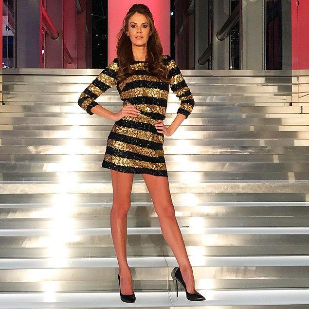 17. Tülin Şahin'i yine ışıl ışıl elbisesiyle görüyoruz. Her zamanki gibi çok şık görünüyor!