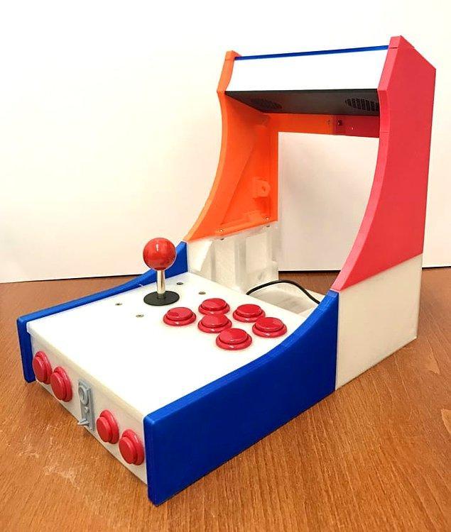 Yazdırma işinin sonunda, oyun makinesinin elle tutulur ilk parçası ortaya çıkmış.