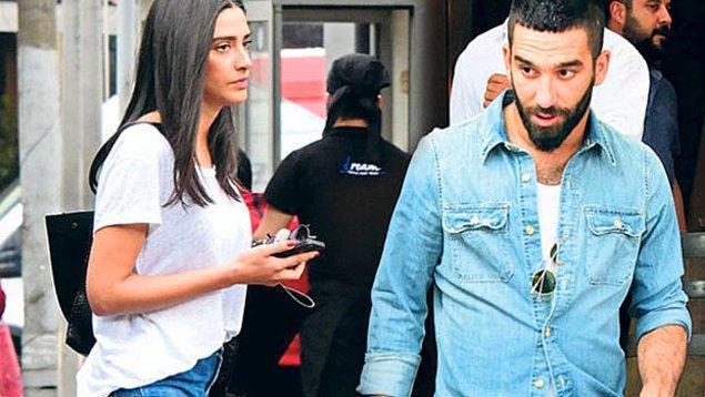 10. Geçtiğimiz hafta Arda Turan'ın evlilik teklifinin sebebinin Aslıhan'ın hamile olması iddia edilmişti... Bu hafta yalanlandı!