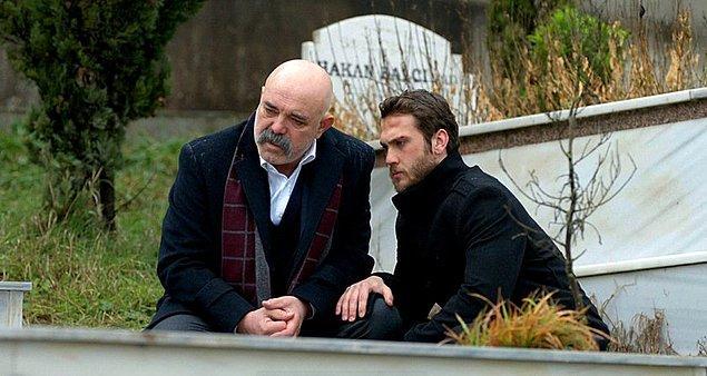 İntikamını alamadığı için oğlunun mezarına gitmeyen İdris Baba, ilk kez Yamaç'ı da alıp oğlunu ziyarete geldi.