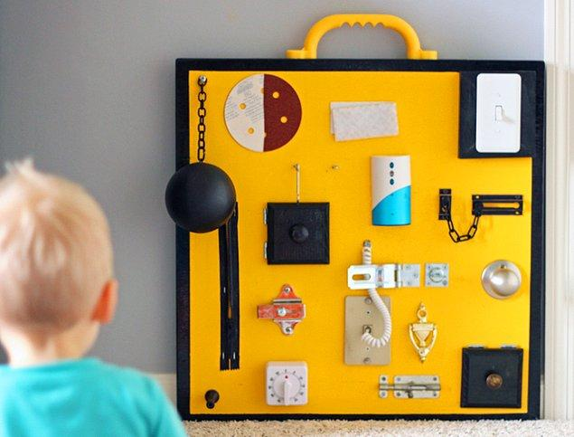 1. Sarı 'busy board' aktivite tahtası