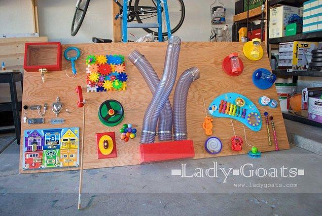 9. Evde birden fazla çocuk ve biraz da fazla alanınız varsa bu aktivite tahtasını yapmayı deneyebilirsiniz.