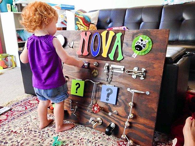 10. Renkler ve harfleri öğretmeye yardımcı aktivite tahtası