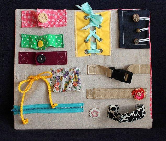 12. Kendi kendine giyinmeyi öğrenen çocukları için harika bir yardımcı aktivite tahtası