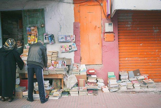 Bu sahaf dükkanı da Fas'taki düşük okuma yazma oranlarına rağmen 1964 yılından beri ayaktaymış.