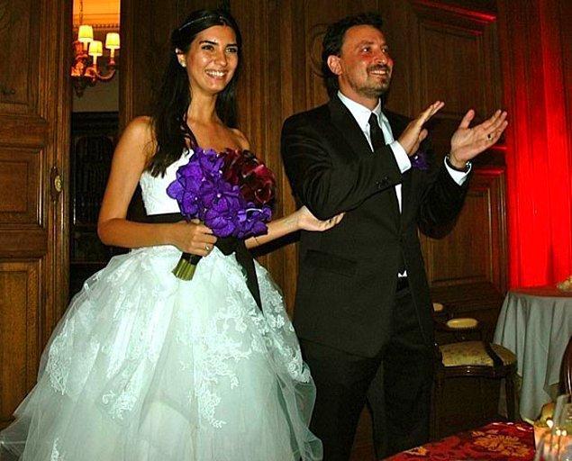 Güzel oyuncu çocuklarının babası Onur Saylak  ile evlenmişti. İkili daha sonra boşanma kararı aldı.