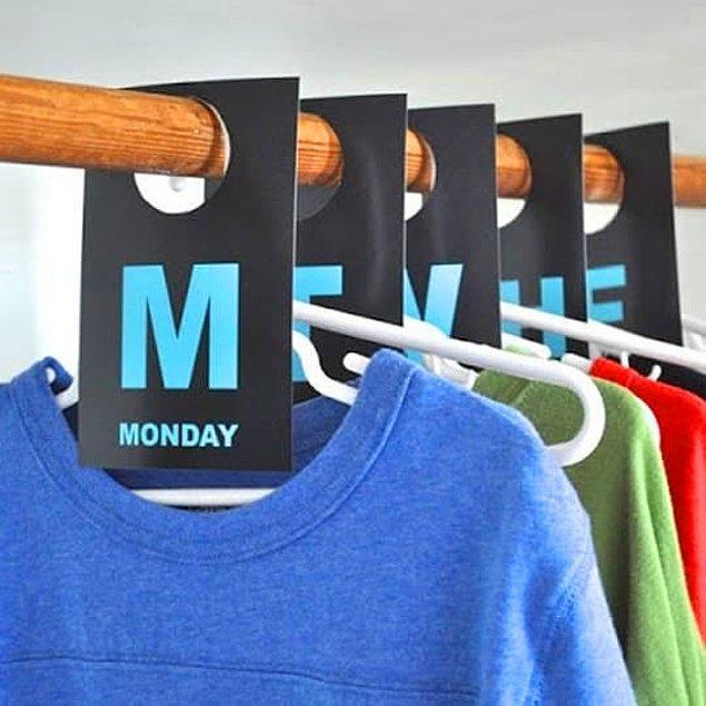 13. Veya işi biraz daha ilerleterek bütün haftanın kıyafetlerini günlere göre hazırlayın.
