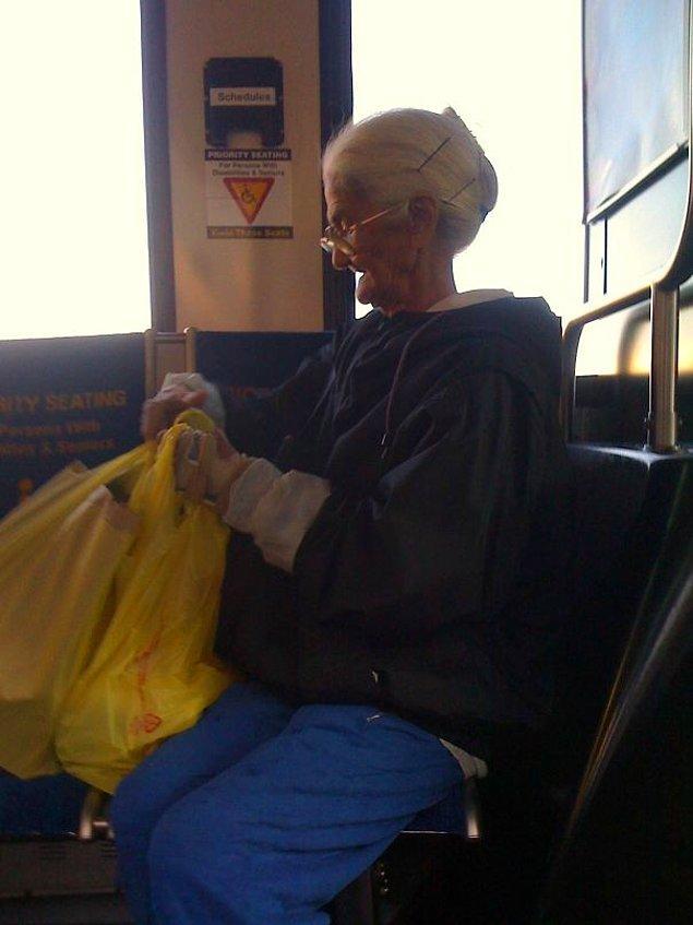 13. Tweety'nin büyük annesine benzemiyor mu? 😍