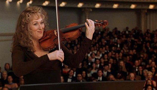 12. 2000 yılında on ikinci Oscar adaylığını kazandığı 50 Cesur Kemancı adlı filmindeki rolü için Meryl Streep kısa bir sürede çok sıkı çalışarak keman çalmayı öğrendi!