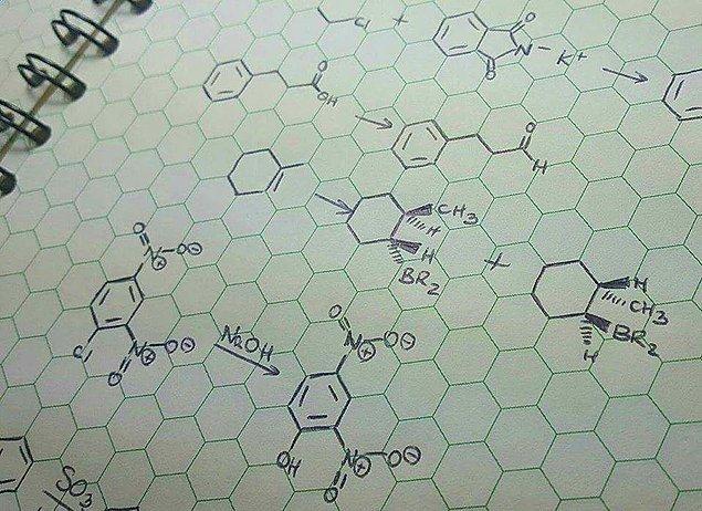2. Organik kimya için en ideal defter! (Sözelciler çıksın, kasıyor.) 😓