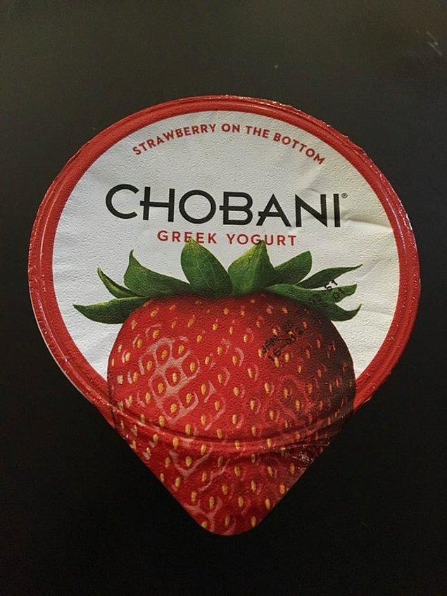 5. Çilekli yoğurt ambalajı. (Kimsenin farkında olmadığı ufak bir detayı tasarımla birleştirmek...) Zekice. 👏