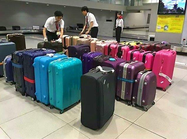 20. Japonya'da rengine göre ayrılan valizler 😯