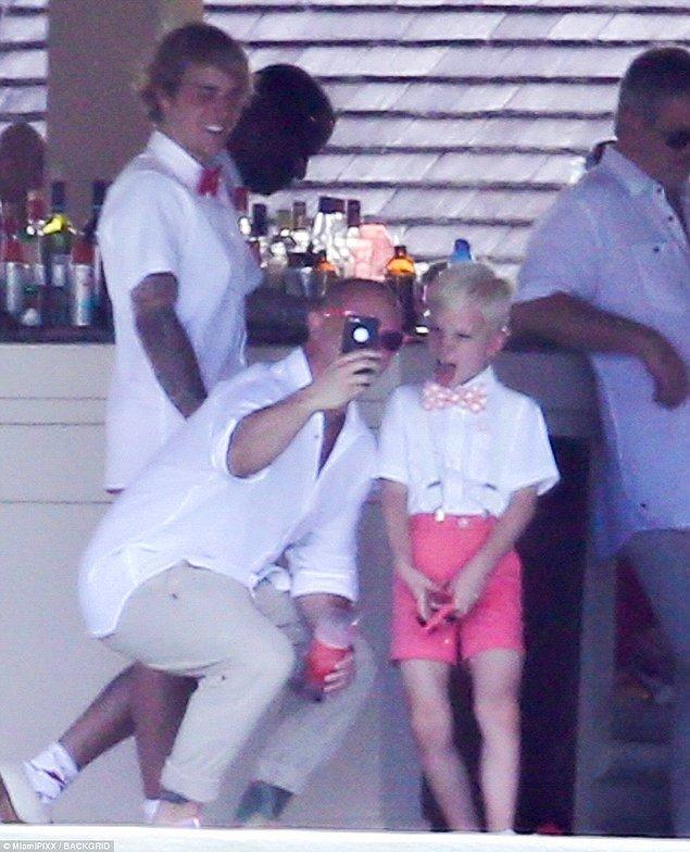 Justin'in 8 yaşındaki kardeşi Jaxon da töreni renklendirdi.