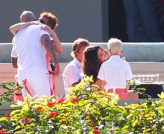 Selena'nın Justin'in ailesiyle ilişkisi harika demiştik değil mi? Gördüğünüz gibi Jaxon'la da çok iyi anlaşıyor. ☺️