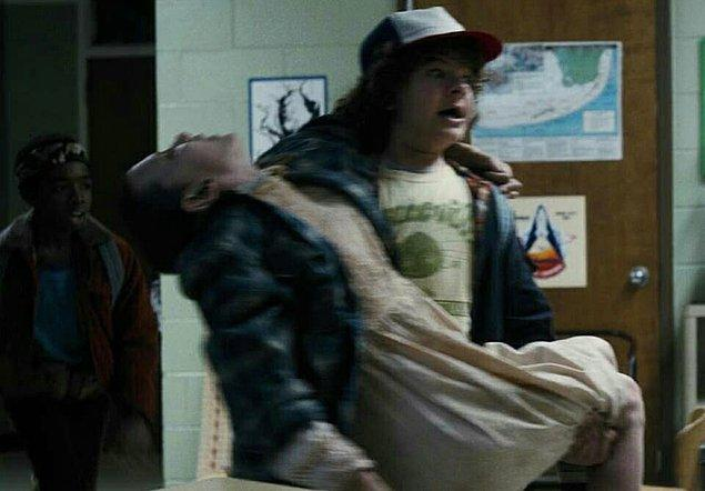 12. 1. sezon 8. bölümde Eleven'i Dustin değil Mike taşıyacakmış.