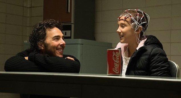 11. Dizinin yönetmeni Shawn Levy 1. sezon 4. bölümde bir sahnede yer almış.