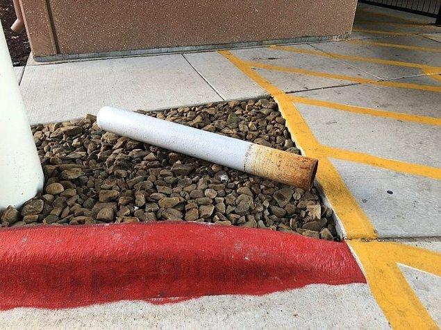 1. Bu kül tablasında duran bir sigara değil.