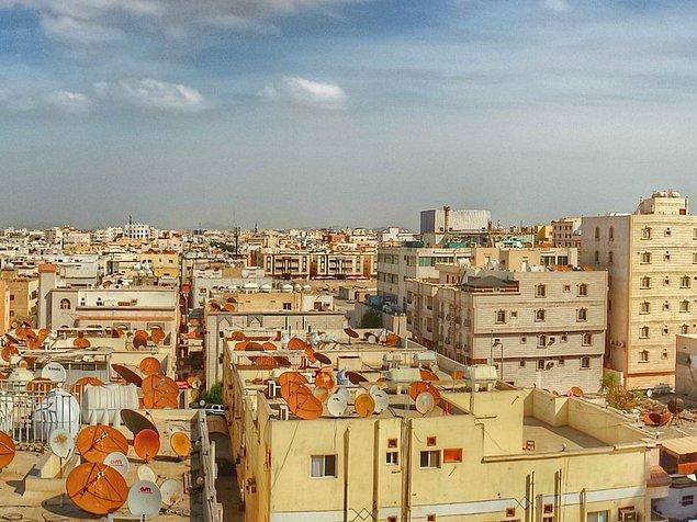 Kule Suudi Arabistan'ın Cidde şehrine kuruluyor.